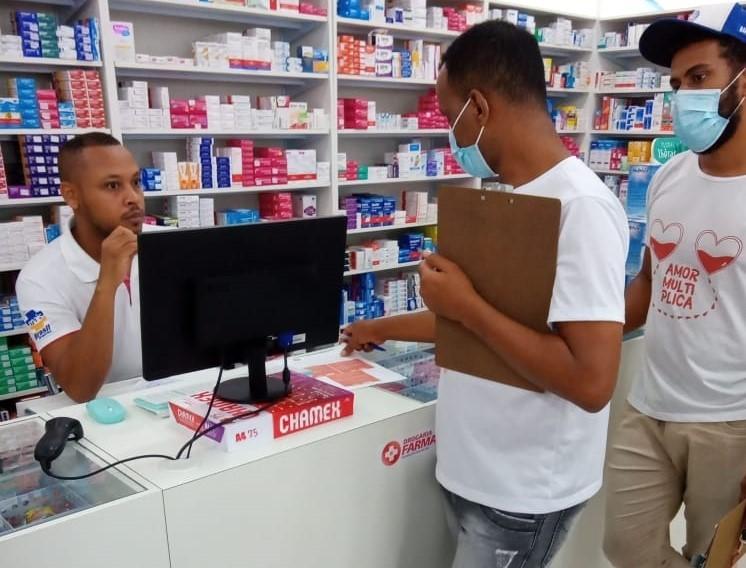 Agentes da Vigilância em Saúde orientam estabelecimentos sobre decreto que impõe toque de recolher no município
